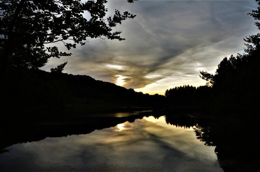 DSC_3885_copia_tramonto sul lago Calamone